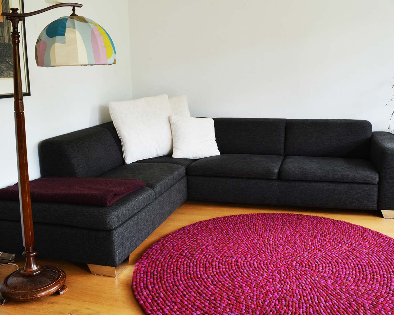 contrasting color rug furniture
