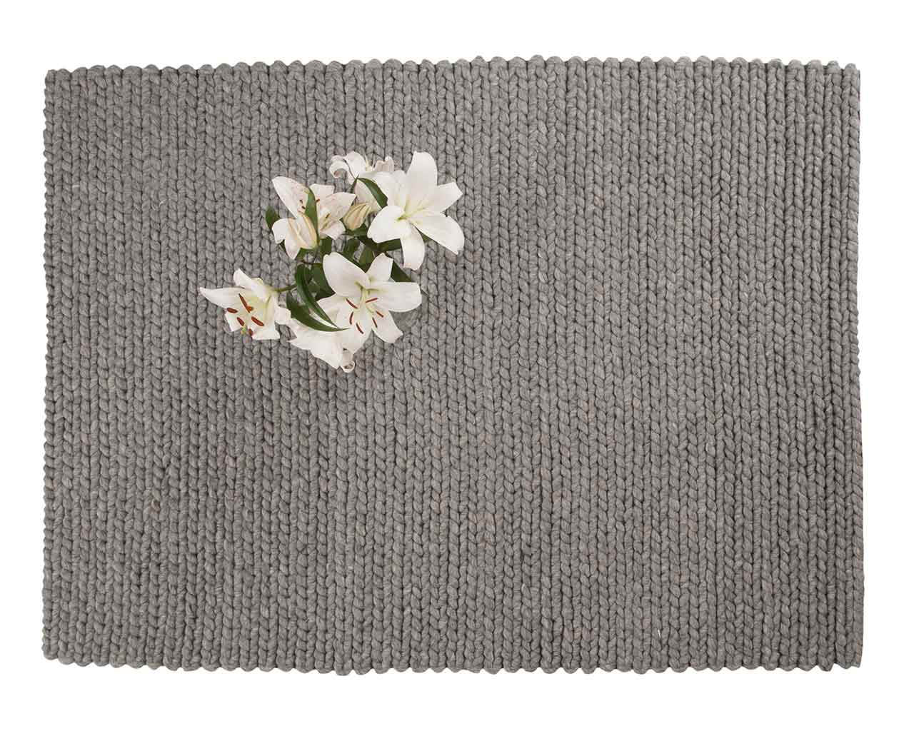 white flower grey carpet living room 1